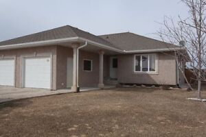 Affordable 3 bdrm home with fenced yard in Mitchell!