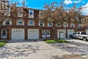 Beautiful Town Home,3Beds,3Baths,235 BRONTE Street South, Milton