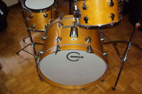 Vintage drum set, cymbals, stands, single-new drums a vendre.