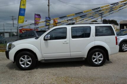 2007 Nissan Pathfinder ST-L White 5 Speed Automatic Wagon