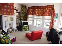 Delightful 1 bedroom apartment minutes walk from Rail Station