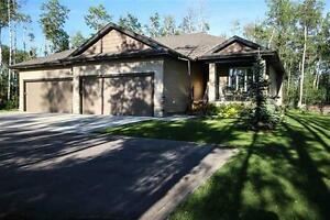 Luxury Adult Bung on 1/2 Acre Just North of Spruce Grove