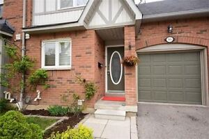 C/Erin Mills 3Br Condo Townhouse With Finished Bsmt, Low Fees!