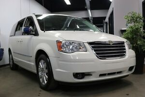 2010 Chrysler Town & Country Loaded DVDx2