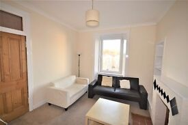 Attractive 2 bedroom top floor flat in Abbeyhill available June – NO FEES