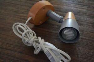 Lampe en bois murale avec Lumière LED inclus Parfaite Condition