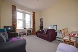 Fantastic 2 bedroom flat situated on Caledonian Road in the Dalry available JUNE – NO FEES!