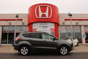 2015 Ford Escape SE- LOW KMS+ BACKUP CAM+ HEATED SEATS & MORE!