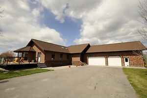 Lovely Estate home in beautiful Springbank