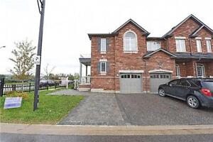 Beautiful End Unit 3 Bedroom Townhouse in Milton!