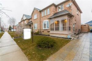 Gorgeous End Unit Townhome in Churchill Meadows!