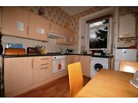 STUDENTS 17/18: 3 bedroom HMO property with open plan kitchen/living available August - NO FEES!