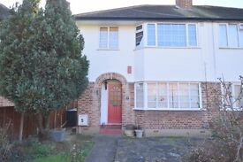 ***DSS WELCOME*** A SUPERB TWO BEDROOM GROUND FLOOR FLAT WITH A GARDEN IN WINCHMORE HILL N21