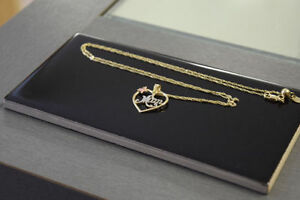 """.22-Inch 10K Gold """"Mom"""" Necklace and Pendant***"""