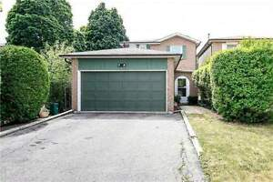 2 storey 3 bedrooms whole house in Richmond hill for rent
