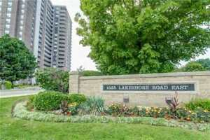 Lakeview! Act Fast! 3Br+2Wr Condo In The Heart Of It All!