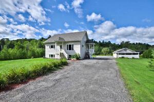 NEW PRICE !! 2 acres, triple garage Val-Des-Monts QC