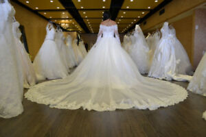 STUNNING BRIDAL DRESS INCLUDES LUXURY LONG VEIL AND SILK ROB!!!