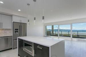 Luxury Water front Ocean views Condo in White Rock Beach