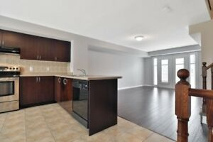 Spacious 2BR Townhome In Desirable Location Of Mississauga