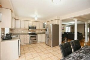Spacious 4+1 Bedrm Semi-Detached Home In Brampton X5160739 MR26