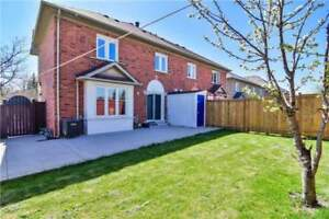 Spacious Town Home With Finished Bsmt & Kitchen