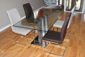 Dining room table with chairs VERY MODERN