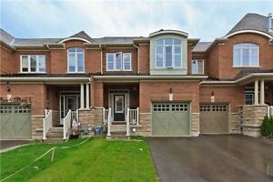 Very Spacious 3 Bed 3 Bath Townhome in Milton
