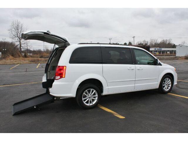 2014 Dodge Grand Caravan Handicap Accesible Wheelchair Van / Rear Entry Ramp