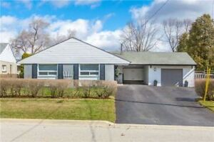 Lovely Bungalow in Sought after Streetsville Area. Large Lot!