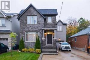 Stunning 5 Bedroom Detached House, 12 minutes from Downtown!