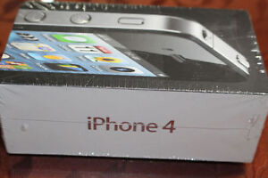 Brand New Sealed in Box Apple Iphone 4 Black with assesories