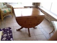 TABLE WITH DROP LEAF AND PEDESTAL LEGS