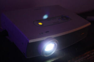 Canon LV-7125 LCD Projector