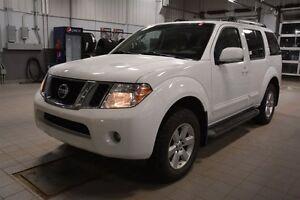 2012 Nissan Pathfinder SE 4X4 Heated Seats,  Back-up Cam,  A/C,