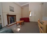 STUDENTS: Ground floor, main door 4 bed flat in Fountainbridge available August