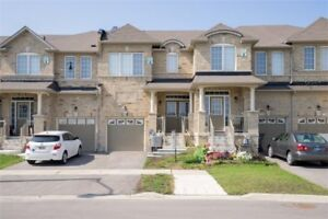 1400 Sq Ft Freehold Town Home 3 Bed / 3 Bath + Modern Kitchen