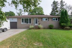 For Rent in Newmarket 3 Bd. Bungalow