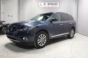 2014 Nissan Pathfinder 4WD SL Leather,  Heated Seats,  3rd Row,