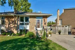 Beautiful Semi Located On A Quiet Court In Clarkson.
