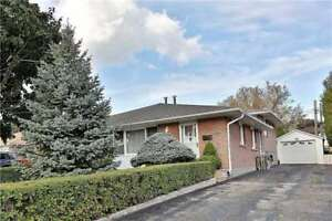Cozy 3 Bed Semi-Detached Home in Oakville