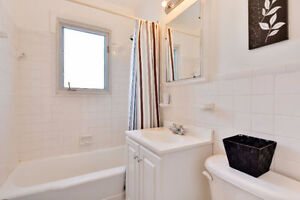 UPPER 6 1/2 DUPLEX IN NDG NEAR MONKLAND(FURNISHED OR NOT)