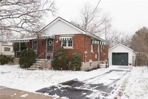 Cute and Cozy Bungalow in Galt West, Cambridge