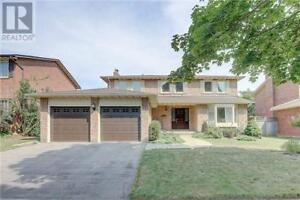 Spacious 4 bedroom family single detached house in Oakville