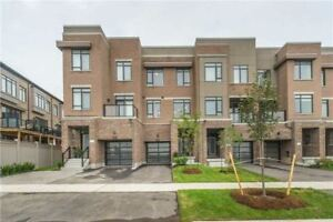 Stunning newer 3-bed FREEHOLD townhouse in VAUGHAN!