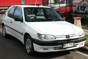1995 Peugeot 306 XR White 5 Speed Manual Hatchback Briar Hill Banyule Area Preview