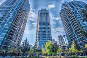 Stunning 2 Bed + Study With Panoramic Views Of CN Tower & Lake!