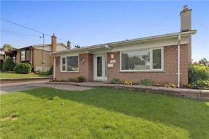 SUN FILLED 3BED 2BATH DETACHED HOME IN WHITBY W/BACKYARD OASIS!!