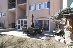 3 Bdrm, 2 Bth Stacked Townhouse In Applewood Heights