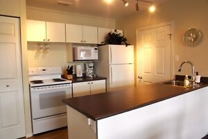 Large Master for Female Roommate, Steps from DNT & SIAST, Aug 1